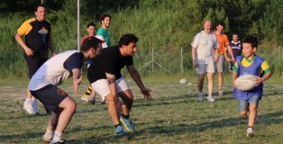 The two Titans, the men's team and the mini team, get together to play a game of touch rugby.